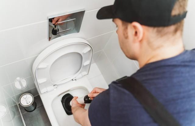 Unclog toilet in Weston